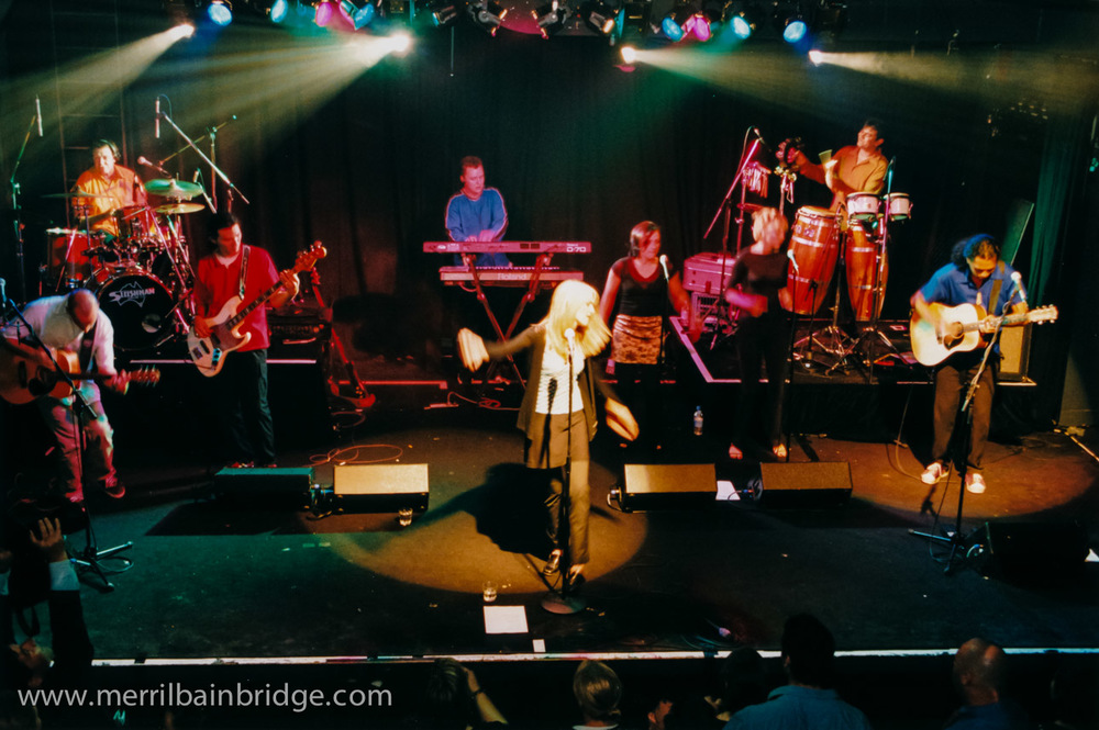 merril-bainbridge-live-with-band.jpg