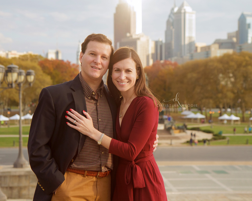 Engaged couple in front of Philly skyline | Christina Keddie Photography | Philadelphia PA engagement photographer