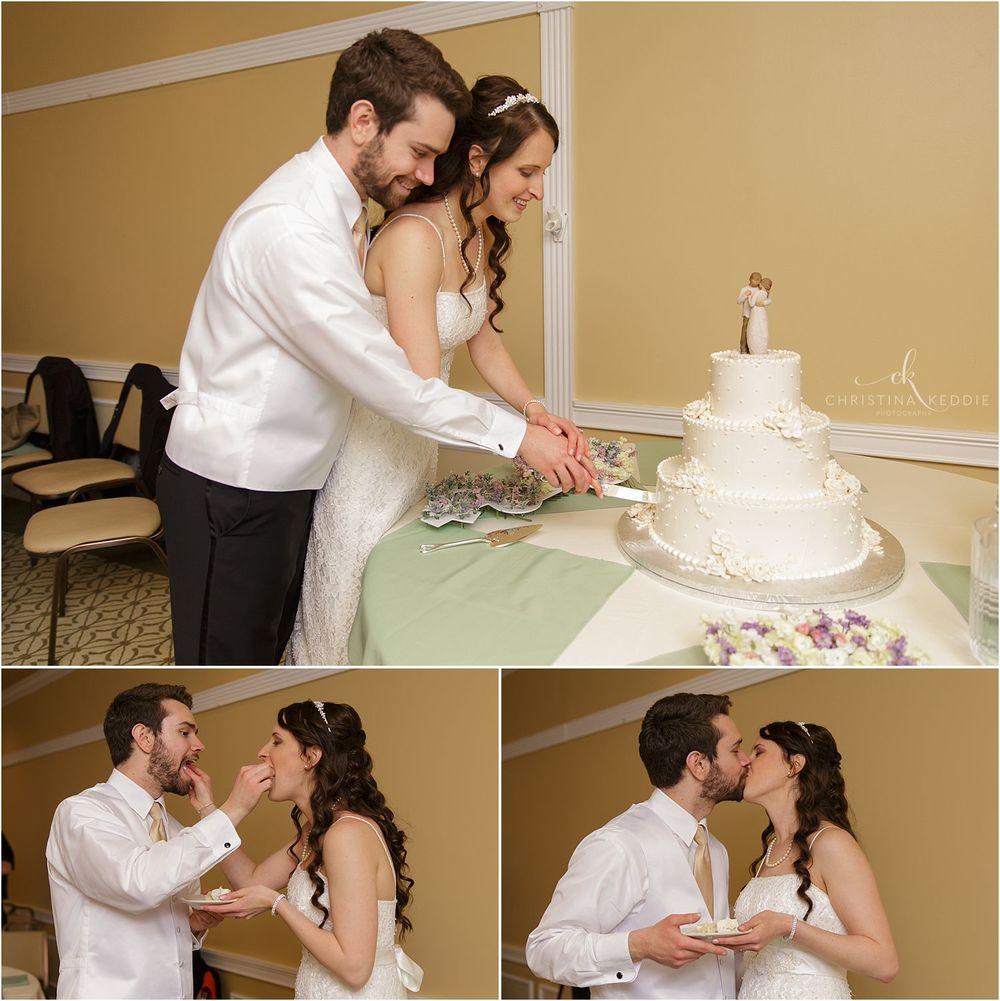 Bride and groom cutting wedding cake | Christina Keddie Photography | Ewing NJ wedding photographer