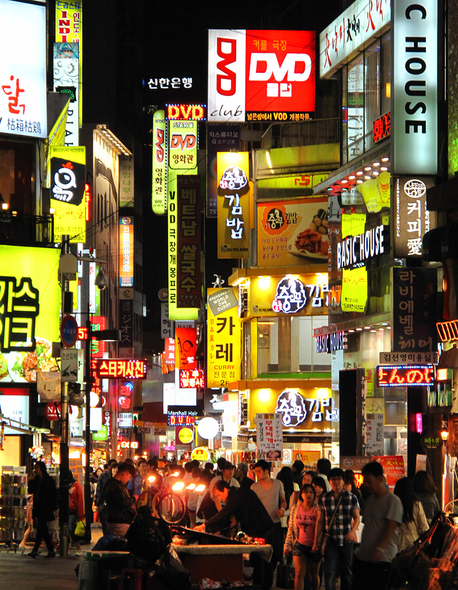 Myeongdong_Neon_at_Night,_Seoul.jpg