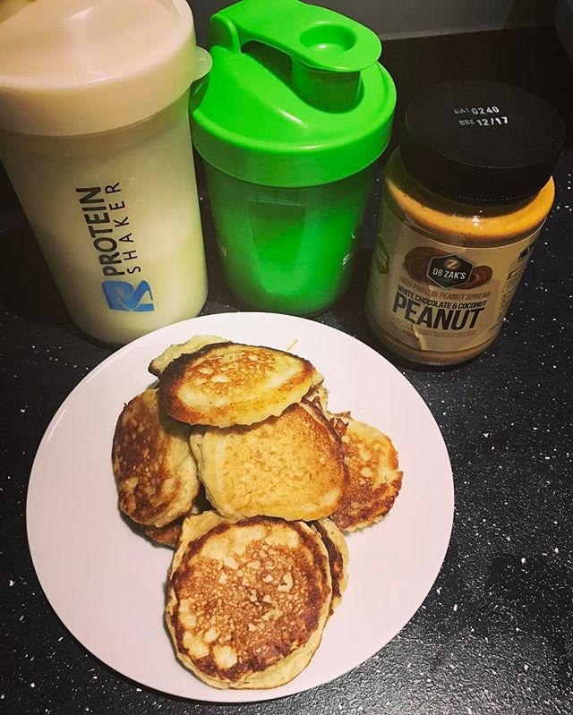 Pancake day @danger_dna @i_ellisofficial @idrisvirgo @claire_2325 right !!!people think when you are on diet or eat healthy you can't have your treat day well protein pancake taste even better then normal so all my healthy people enjoy your pancake day #pancakeday #diet #healthyfood #heathyeating #healthylife #fitness #fitnessmotivation #gym #bodybuilding #foodporn #peanutbutter #proteinpancakes #protein #nutrition