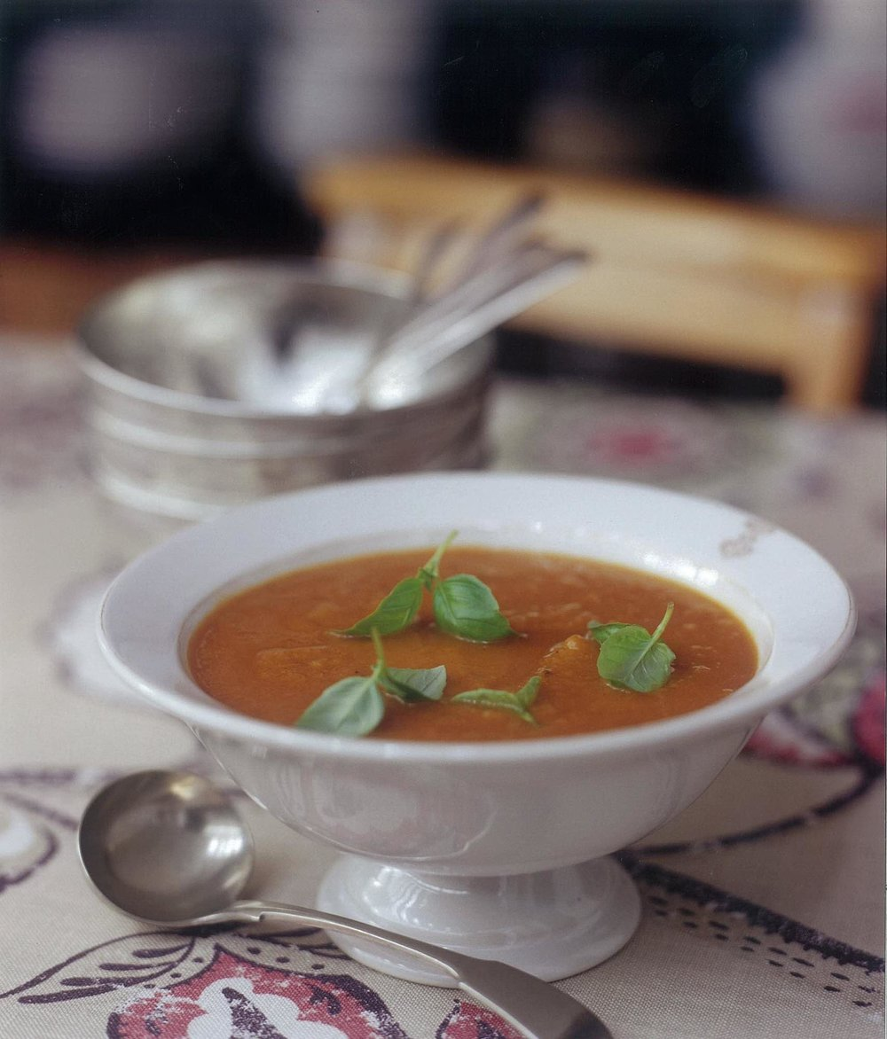 28.HomesAndGardensRichardJungClareFergusonAliBrownHarvestRecipesSoup.jpg