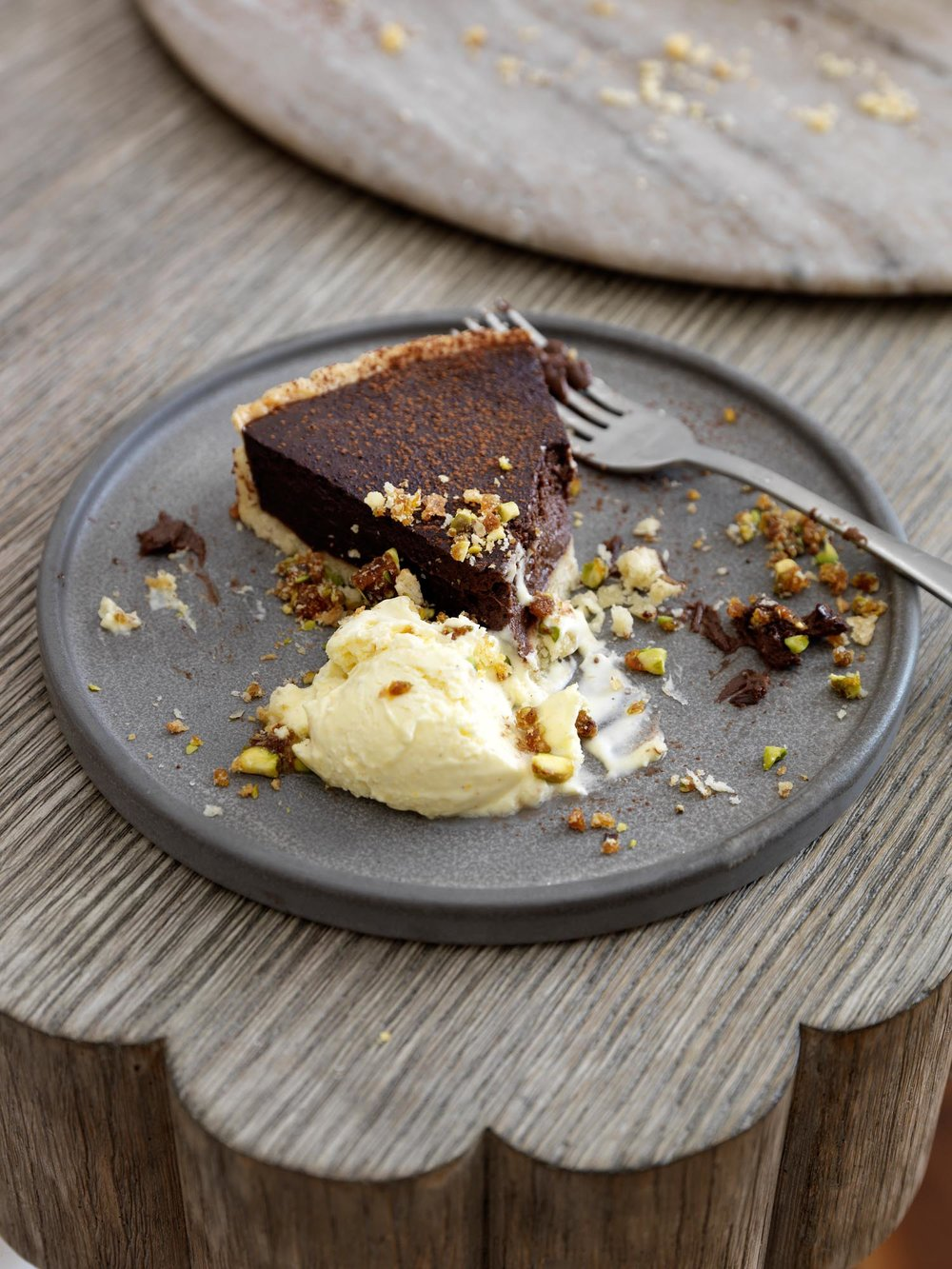 38.HomesAndGardensJan17SimonBrownMarinaFilippelliAliBrownFestiveEntertainingChocolateTart.jpg