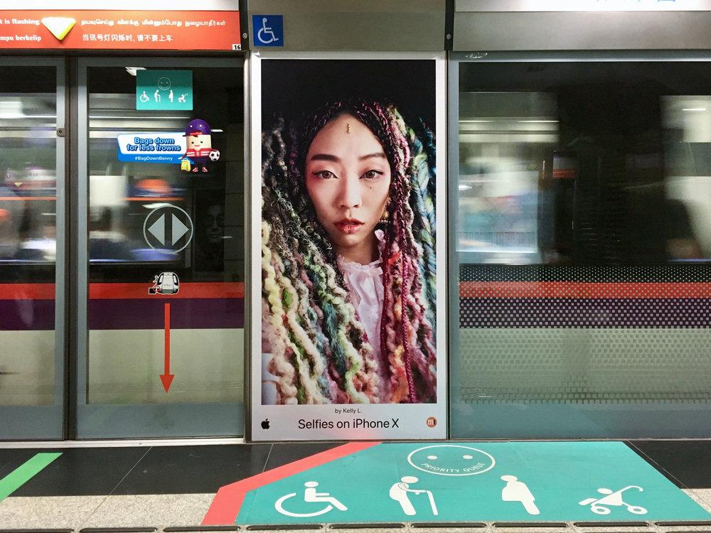 kllylmrck_selfiesoniphonex_singapore-mrt-outram-park.jpg