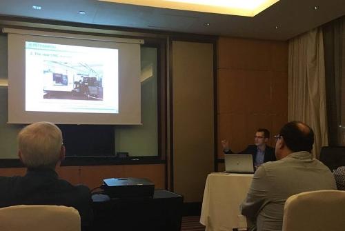 Luca Pettinaroli presenta la Fratelli Pettinaroli S.p.A agli operatori locali durante la Convention organizzata dalla Pettinaroli il 22 Novembre a Dubai.