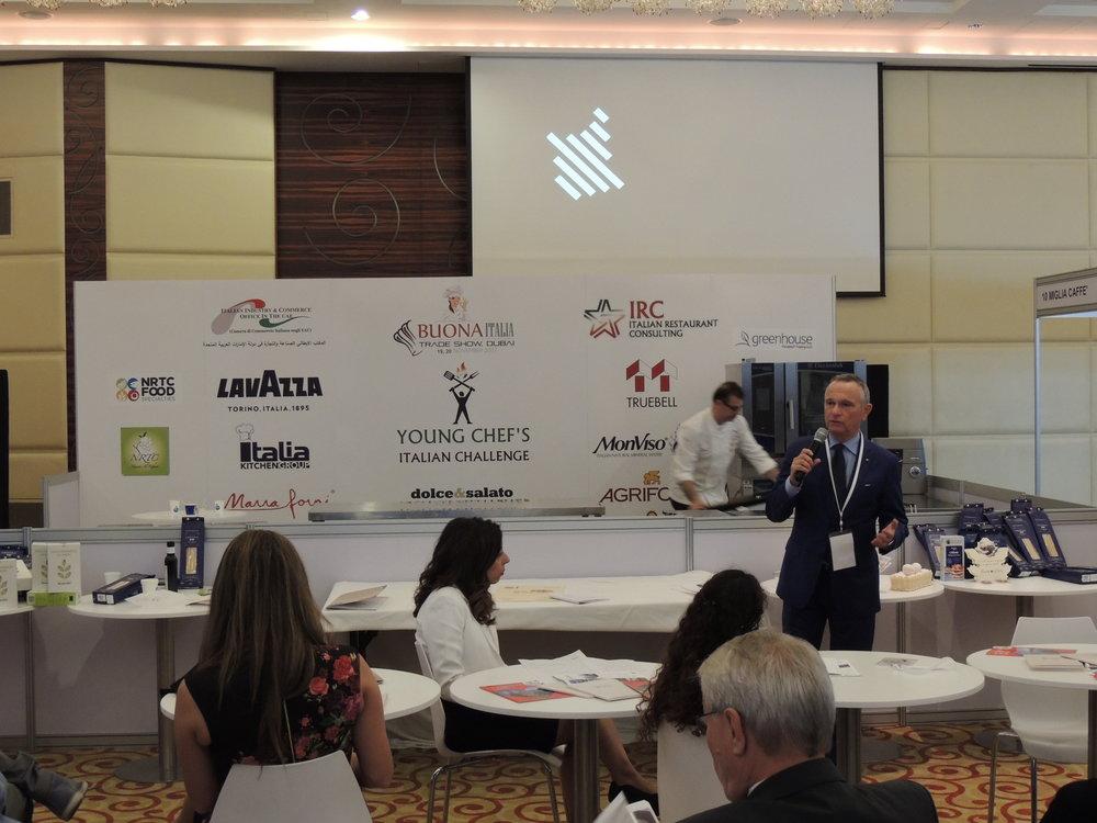 In foto: il SG della IICUAE, Mauro Marzocchi, introduce la Regione Piemonte, ospite d'onore alla fiera BuonaItalia Trade Show.