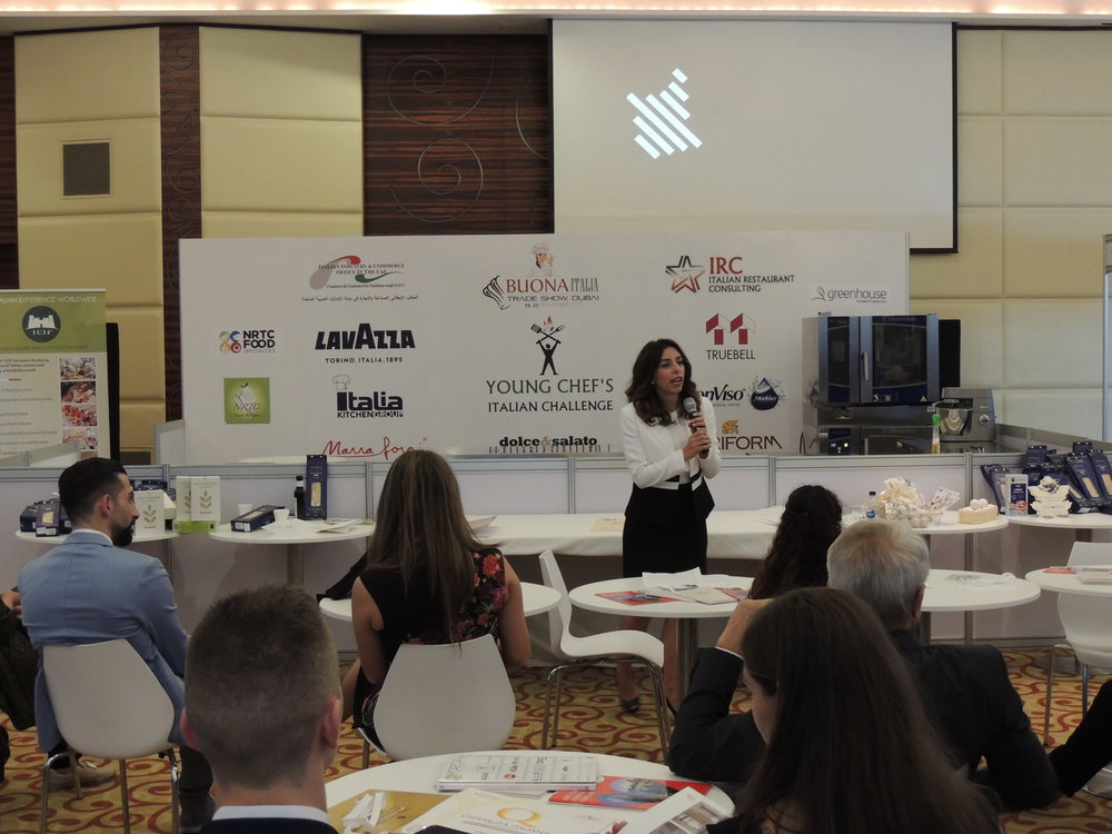 La dott.ssa Valentina Caputo, Consiglio Regionale del Piemonte, introduce la Regione ai numerosi presenti.