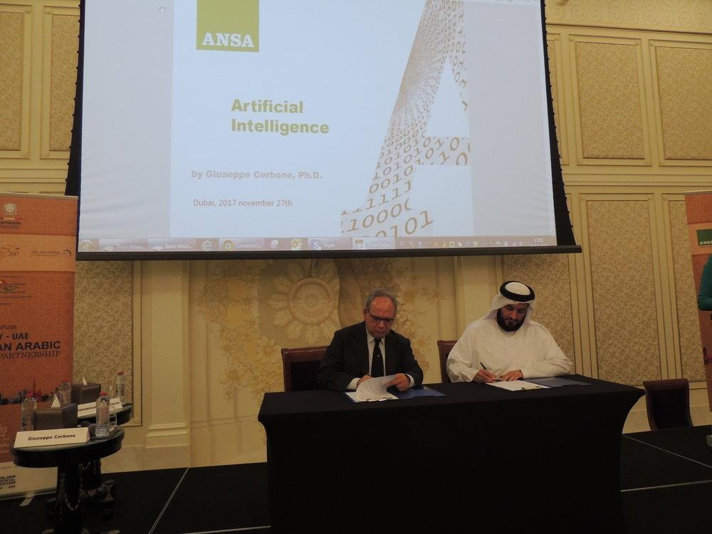 Il CEO di ANSA, Giuseppe Cerbone, ed il CEO di WAM, l'agenzia stampa di Dubai, durante la firma dell'agreement tra l due societa'.