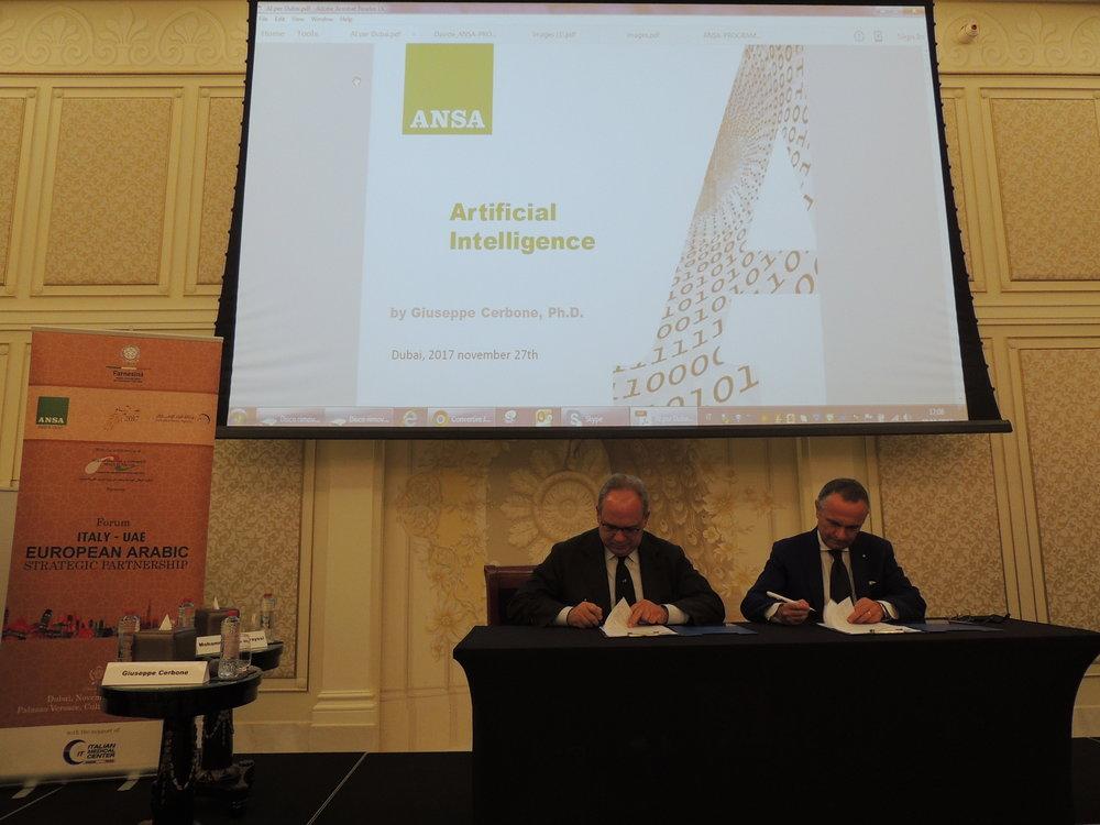 Il CEO di ANSA, Giuseppe Cerbone, ed il Segretario Generale della IICUAE, Mauro Marzocchi,durante la firma dell'agreement tra la Camera e l'agenzia stampa italiana.