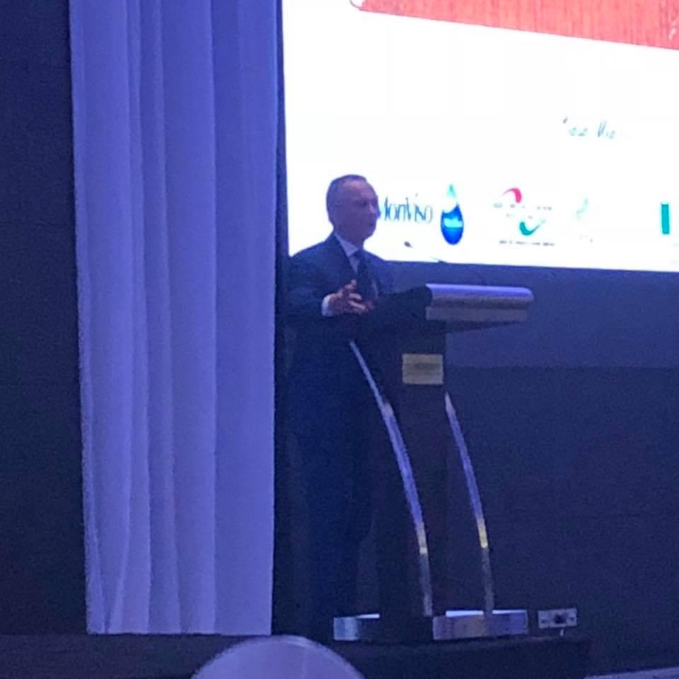Il Segretario Generale della IICUAE introduce ai presenti l'Asta Mondiale del Tartufo Bianco di Alba.