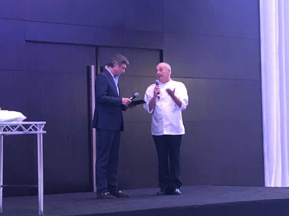 Lo Chef Maurizio Lazzarin, storico chef del ristorante italiano Casa Mia, sito presso il Le Meridien Hotel & Conference Centre.