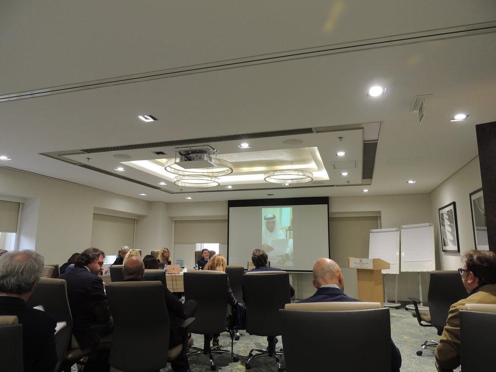 Il Presidente della IICUAE, H.E. Sheikh Mohammed bin Faisal Al Qassimi, saluta i presenti tramite un video in quanto assente dal Paese per questioni di lavoro.