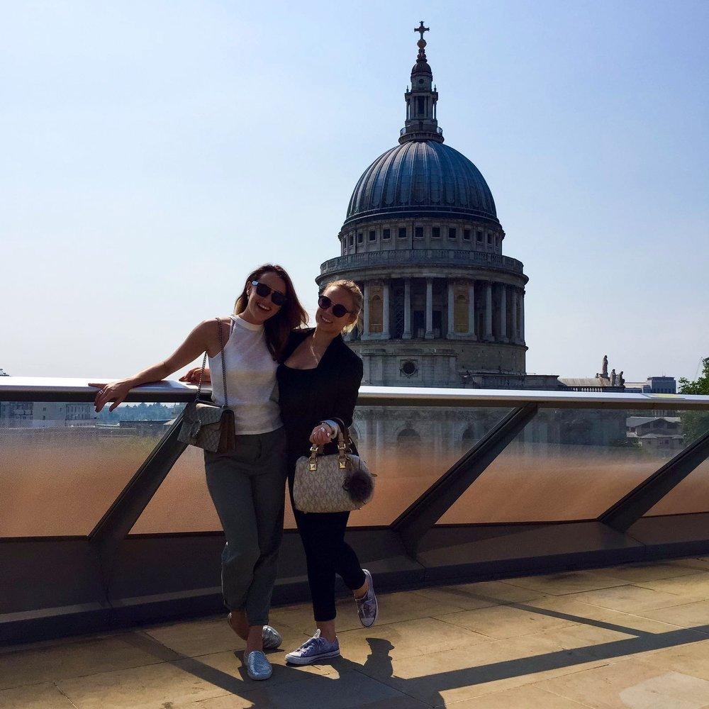 Avec mon amie @sabrinachakici sur un rooftop londonien