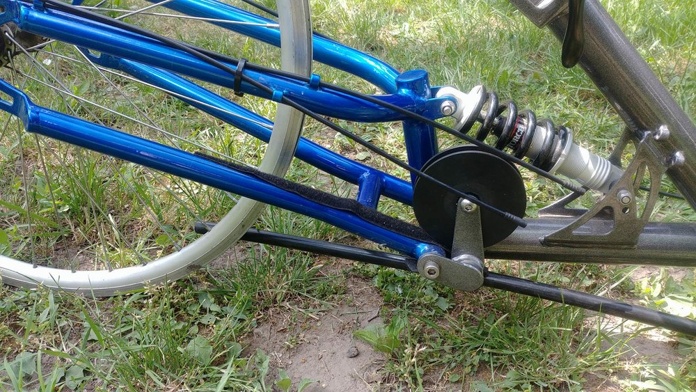 steinie Grey-blue detail rear susp.jpg