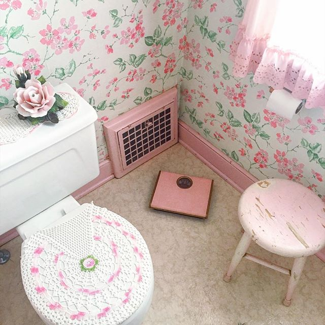 Documenting Grandma's pink bathroom, part 2: crochet toilet seat cover, retro pink scale, pink milking stool and sweet floral wallpaper. 🌸 Grandma still killing the game.