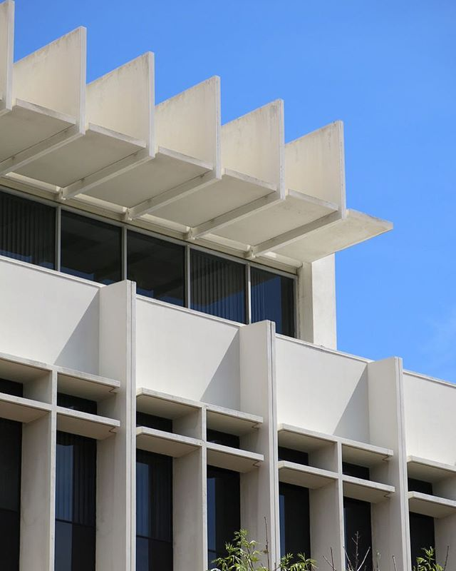 Like Brutalist architecture? Yeah me too! One of my @sayhito_ selects this month is a self-guided tour of Brutalist buildings around LA. This is one of my favs - the Glendale Municipal Services Building. (link in profile to the comprehensive guide)
