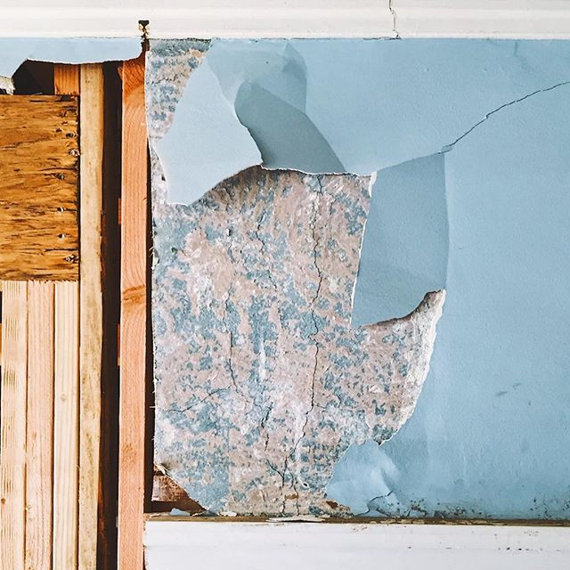 More beautiful colors and textures are found as the layers are peeled off the surface of a historic craftsman. Job site visits are the best ✨