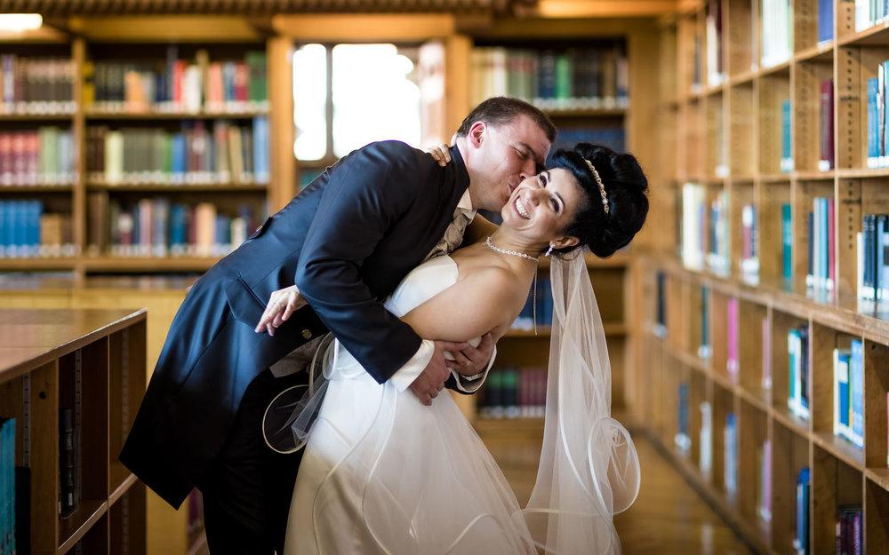 couple-mariage-bibliothèque.jpg