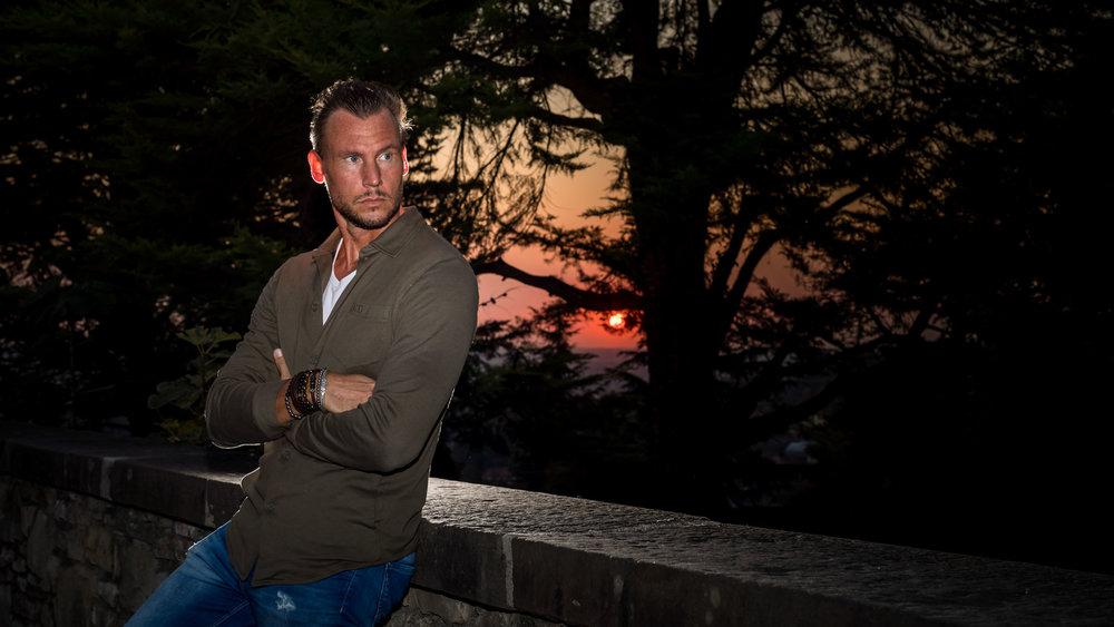 model-homme-coucher-de-soleil.jpg