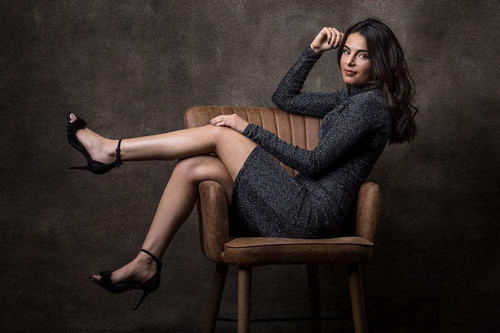 studio-femme-chaise.jpg