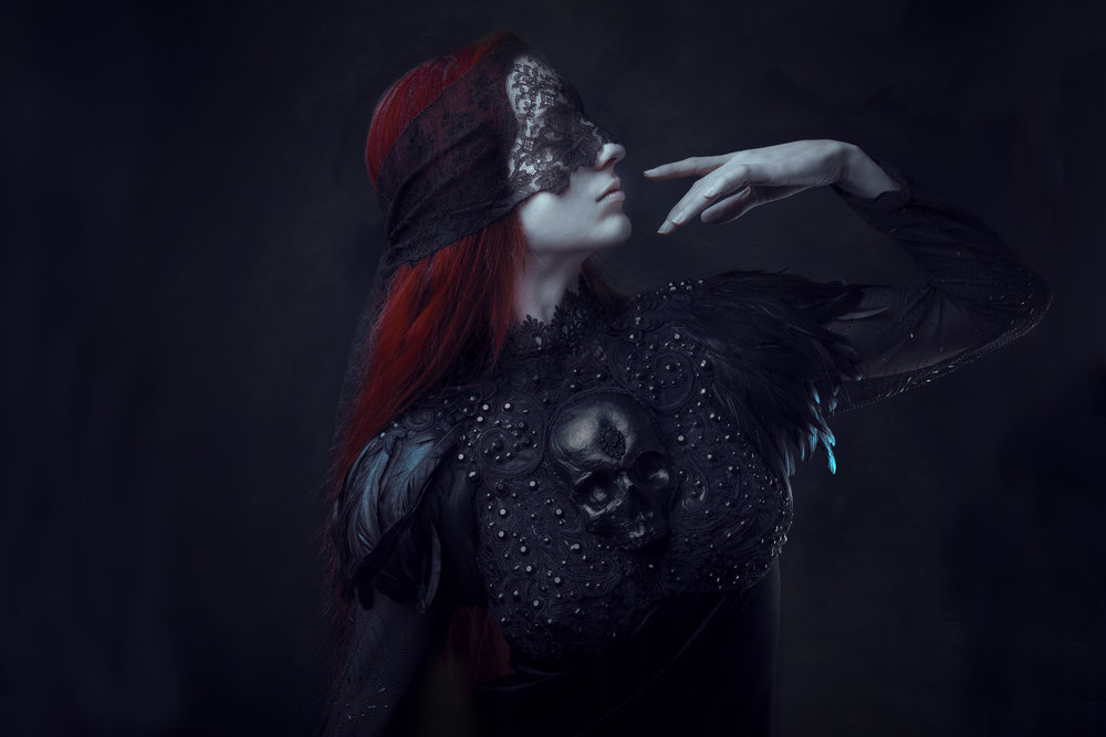 A recent collaboration with my art-khaos-sister Hysteria Machine (modelled by Berengere). She's the only designer I never ever feel tired for to work. Our bond is kinda unique ...