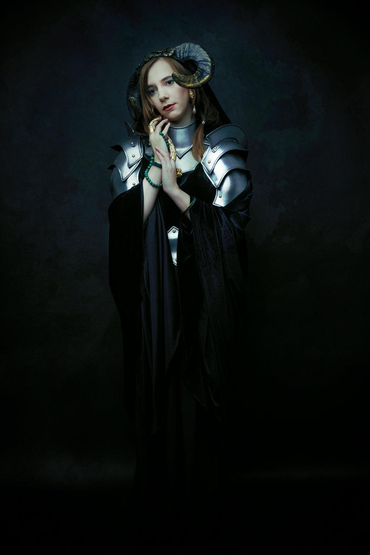 Lora-Elly3_1.jpg