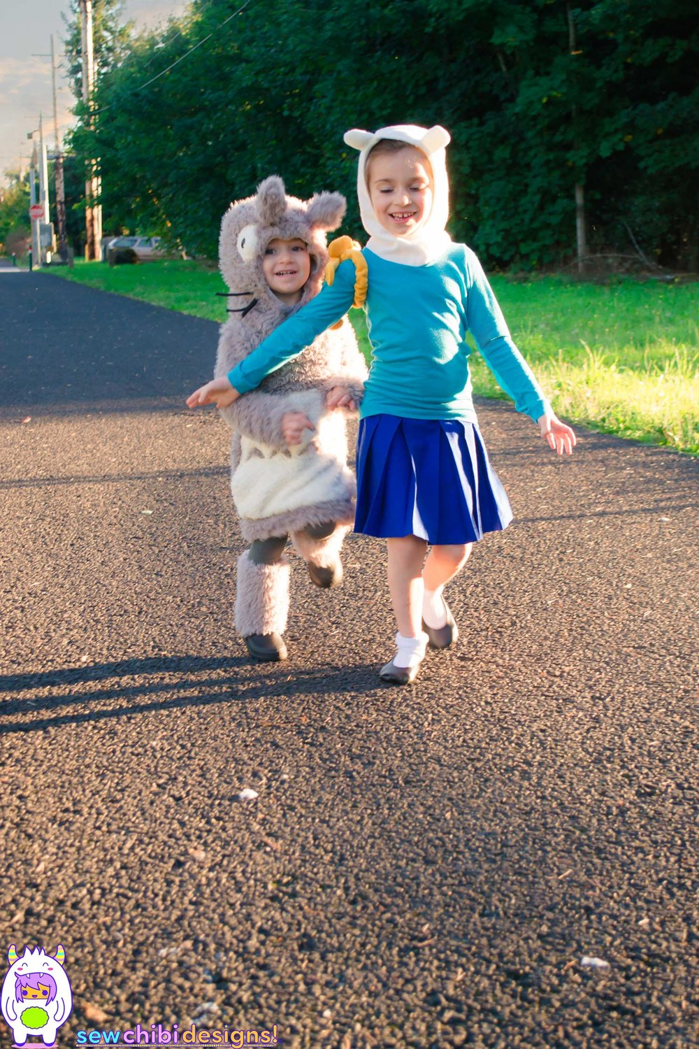 Chibi cosplay of Finn + Jake from Adventure Time and Totoro from My Neighbor Totoro sewn by Sew Chibi Designs for Halloween featuring the Bimaa Sweater PDF pattern