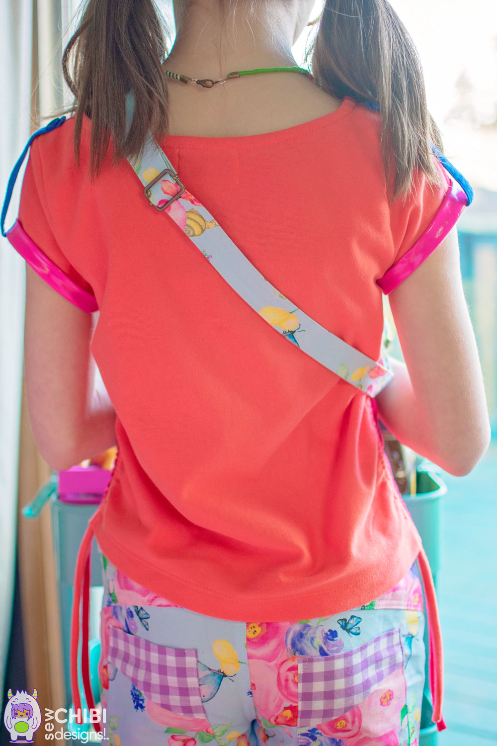 �FREE PATTERN! the Mochi Bag for Kids and Adults. An adjustable strap, zippered chest bag (can be worn on hips too!) with a front pocket! A must-have accessory for any outing!