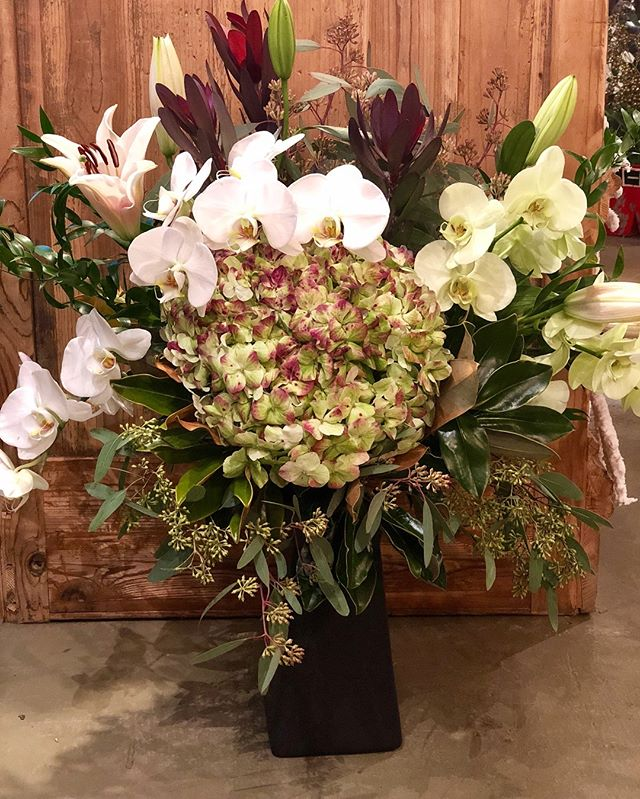 Isn't this arrangement just GORGEOUS? The flower bar is fully stocked for all your fresh cut flower needs! Antique red hydrangeas, Asiatic lilies, white hydrangeas, seeded eucalyptus, hypericum berries in red, green, cream, and rusty brown, and much more. Come talk to Ginene! She'll be glad to help you out! #yeahthatgreenville #onlyonaugusta #greenvillesc