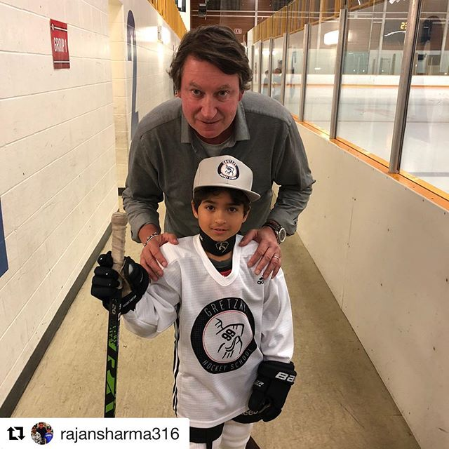 This GOAT keep photobombing #ravenspotting posts. Thanks @gretzkyhockeyschool fior giving such a life changing opportunity to these developing players.  @rajansharma31 ・・・ My little baby with The Great One#gretzkyhockeyschool #wayne #waynegretzky #hockey #nhl #candykid#raven #ravenspotting #ravenhockey #edmontonoilers #oilersfans #goat #hockeyschool #idol #hero #favoriteplayer