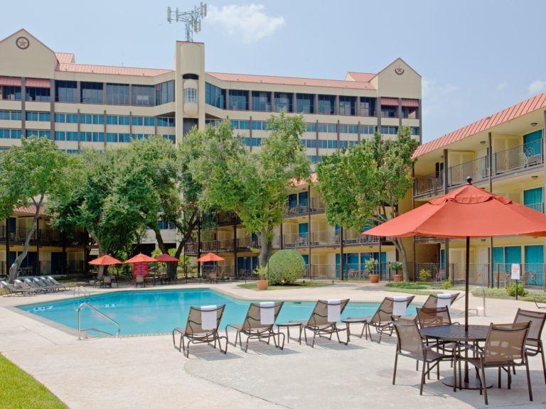 10/Crowne Plaza Hotel