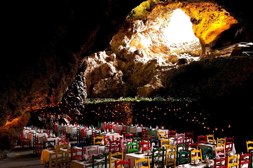 8/Lunch in a grotto