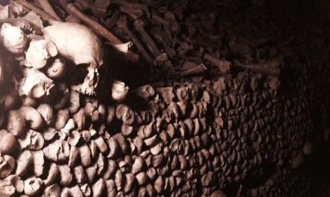 5/Explore the hidden catacombs