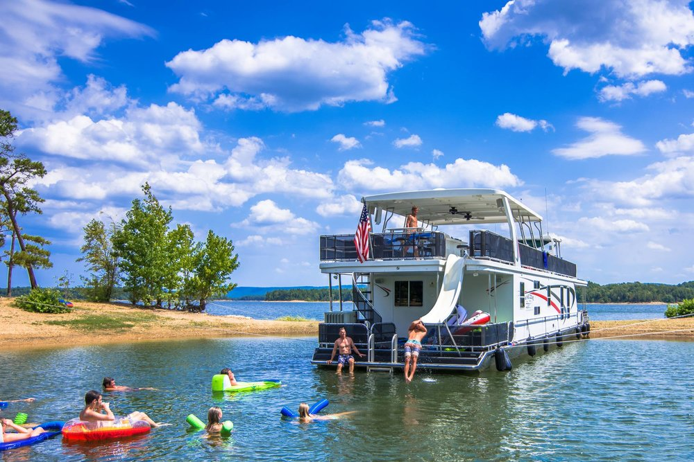 Houseboating usa kidtripster for Fishing resorts in arkansas
