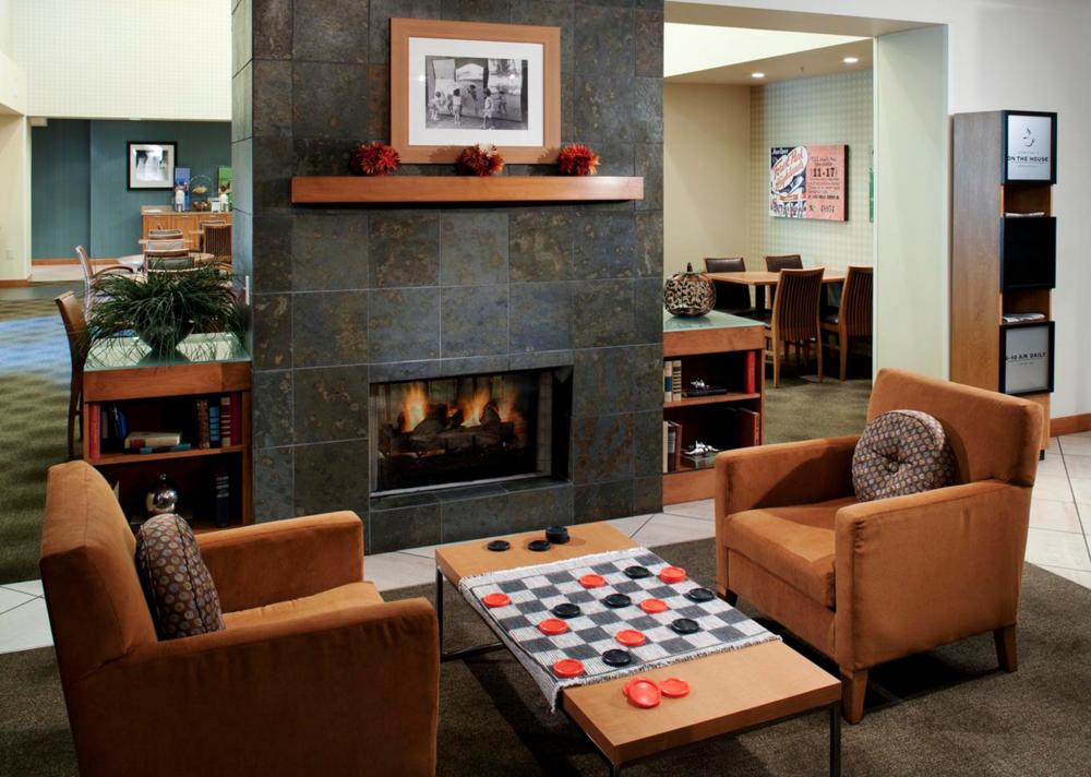 4/Hampton Inn & Suites St. Louis at Forest Park