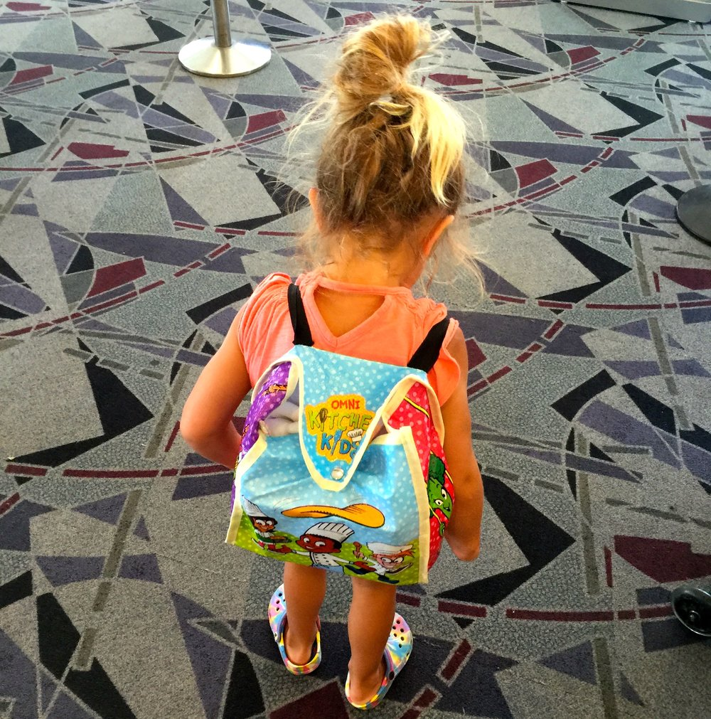6/Outfit toddler with small backpack