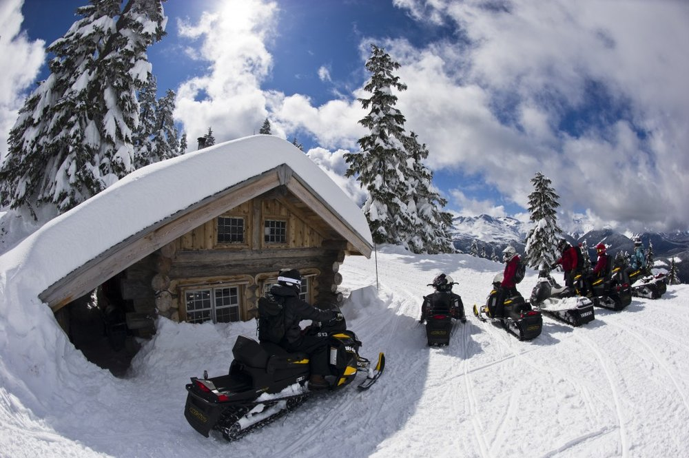 8/Snowmobile tours