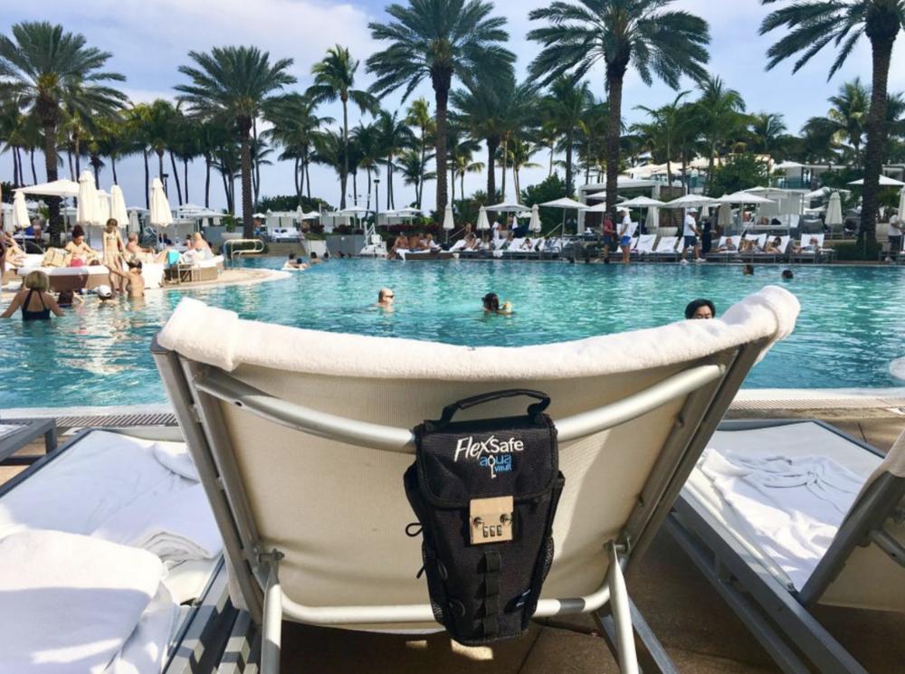 4/Aquavault FlexSafe Portable Travel Safe