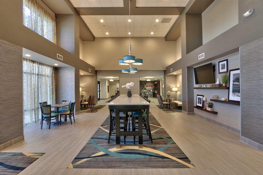 8/Hampton Inn & Suites Albuquerque Airport