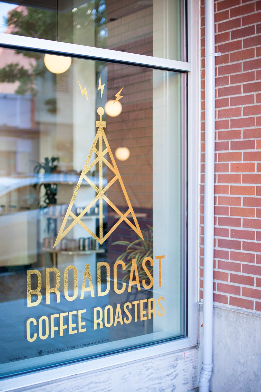 Broadcast Coffee / Jennifer Chong