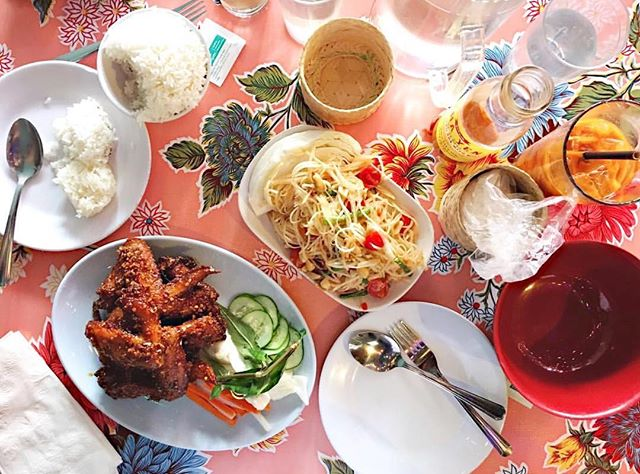 All of these things #pokpokpdx #wings #papayasalad #thaiicedtea #lunch // photo by @jesuismoi