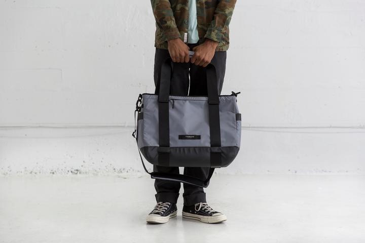timbuk2-shoulder-bag-cool-cooler-messenger-bag-atmosphere_4035-3-3082_model1-Timbuk2-6707070303e3e7e7-1989_720x.progressive.jpg