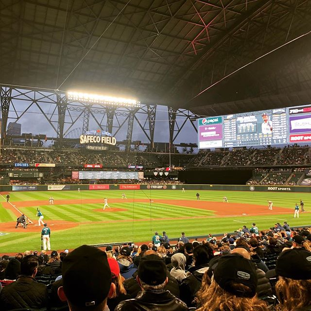 The final game of the US trip and it's the @mariners vs the @athletics in Seattle. It's raining so much they've closed the roof and now it's like we are in a nuclear bunker which is absolutely topical. #seattlemariners #oaklandathletics #mlb #baseball #nuclearwar