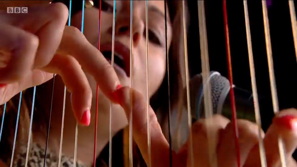 iona-harpist-classical-glastonbury.png