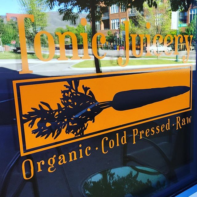 Mauka welcomes Tonic Juicery to Willits!! Come grab a organic cold pressed juice and start your day feeling refreshed! #howitonic #realpeoplewhojuice #tonic