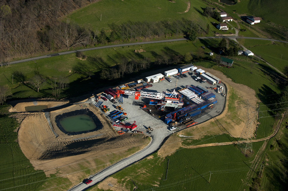 Aerial view of Marcellus Well site and impoundment in Greene County.  ©    Martha Rial/MSDP 2012