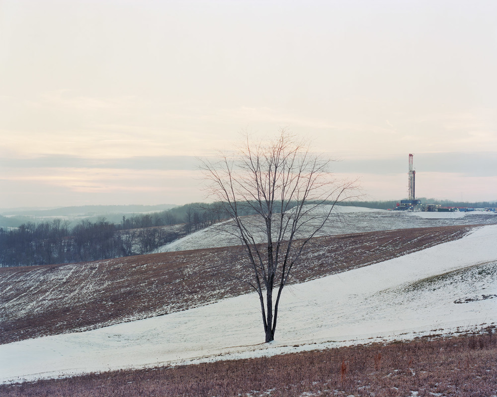 View of a Range Resources gas-drilling rig along Skyline Drive in Hickory, PA on 01/22/2012.  © Noah Addis/MSDP 2012