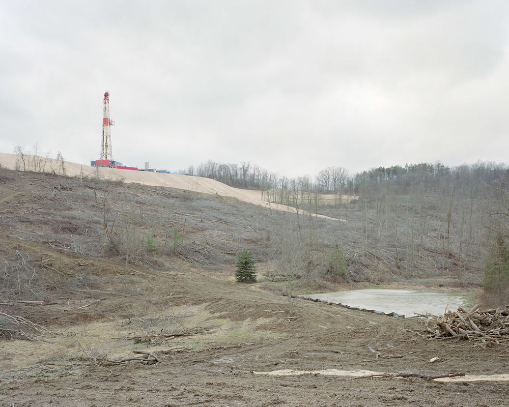 View of a Consol Energy gas-drilling rig along Archer Road in Morris Township, PA on 01/24/2012.  © Noah Addis/MSDP 2012