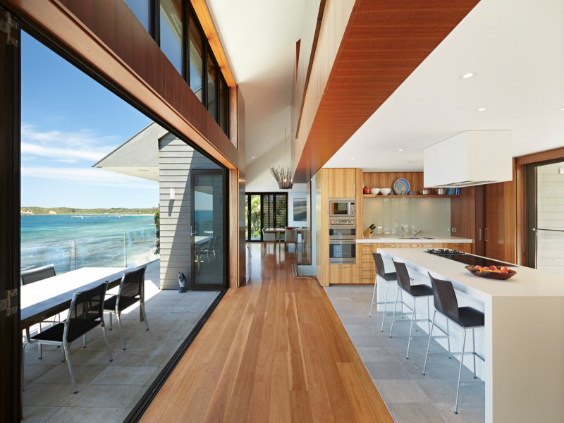 Designed in rhythm with the natural setting, the residence has a synergy with its seaside environment with the use of timber and natural stone picking up the colours of the bush and the sea.