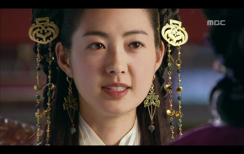 Lee Yo-Won as Seondeok
